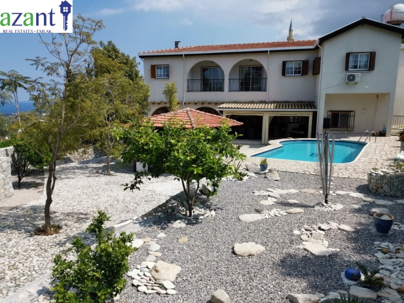 STUNNING 5 BED 4 BATH RENOVATED VILLAGE HOUSE WITH POOL